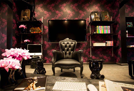 Meet at the Apartment new York Parlour Smoke Chair Pink Black wallpaper