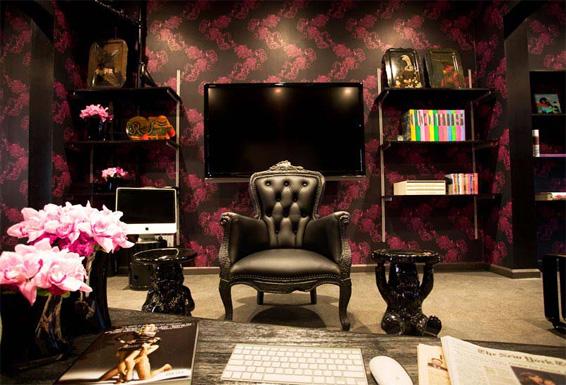 Meet at the Apartment new York Parlour Smoke Chair Pink Black wallpaper